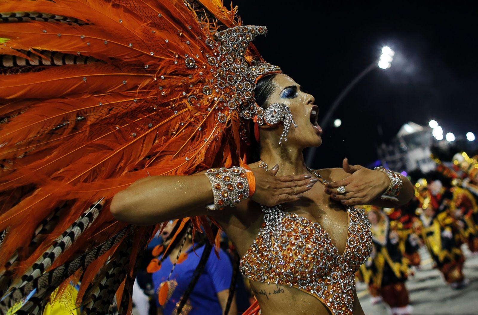 Девушки с бразильского карнавала фото