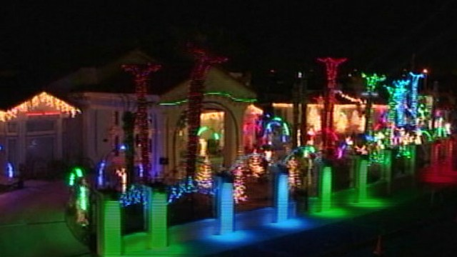 video fred loyas el paso home draws thousands but traffic trash irks some neighbors - Outdoor Police Christmas Decorations