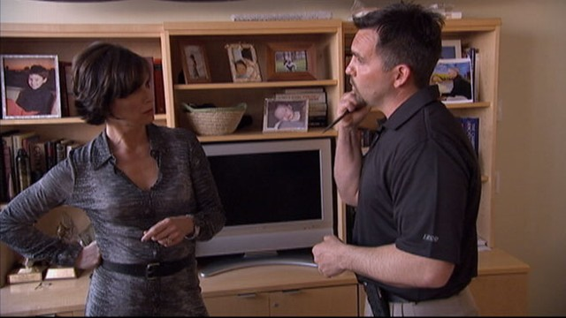 VIDEO: Veteran cop John Bruner shows Elizabeth Vargas what to do in an active-shooter crisis.