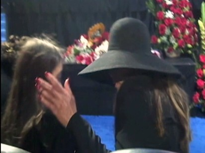 VIDEO: La Toya Jackson talks about Paris Jacksons private goodbye to her father.
