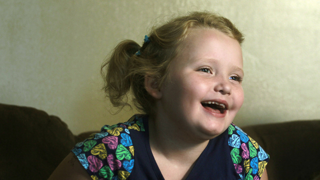 """PHOTO:In this Sept. 10, 2012 file photo, seven-year-old beauty pageant regular and reality show star Alana """"Honey Boo Boo"""" Thompson gestures during an interview in her home in McIntyre, Ga."""