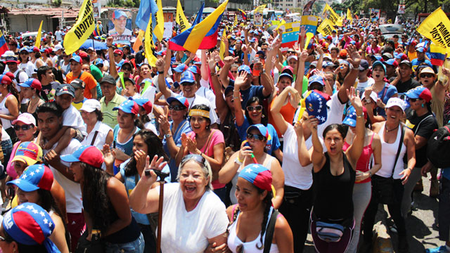 PHOTO: Hundreds of thousands attended a rally in support of Venezuelan presidential candidate Henrique Capriles on Sunday in Caracas.