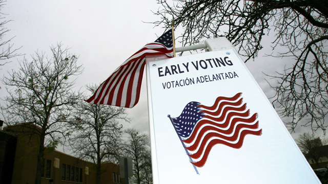 PHOTO:A sign reminds citizens to vote early at the Murray City Hall in Murray, Utah Thursday November 1, 2012.