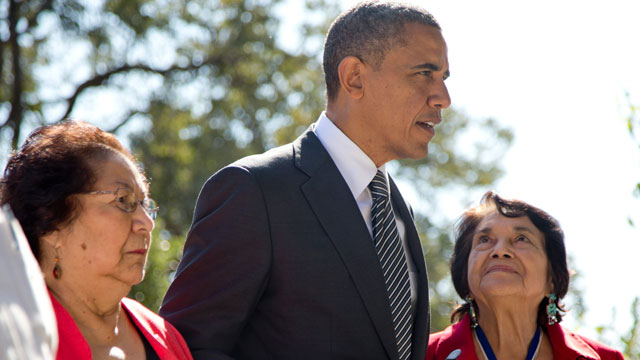 PHOTO:President Barack Obama walks with Cesar Chavez widow Helen F. Chavez, left, and Dolores Huerta, Co-Founder of the United Farm Workers, as they tour the Cesar E. Chavez National Monument Memorial Garden, Monday, Oct. 8, 2012, in Keene, Calif.