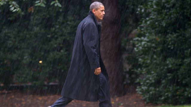 PHOTO:After canceling his appearance at a morning campaign rally in Orlando, Fla., President Barack Obama walks toward the White House in a driving rain after returning to Washington to monitor preparations for early response to Hurricane Sandy.