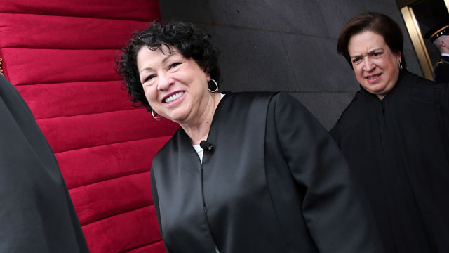 PHOTO: Supreme Court Justice Sonia Sotomayor and Elana Kagan arrives on the West Front of the Capitol in Washington.