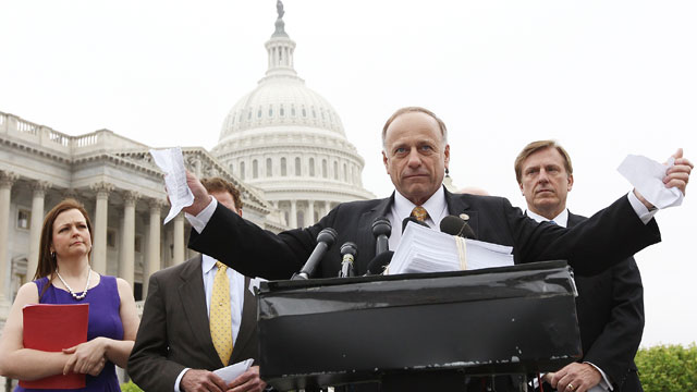 PHOTO: U.S. Rep. Steve King (R-Iowa) tears a page from the national health care bill during a press conference at the U.S. Capitol March 21, 2012 in Washington, D.C.