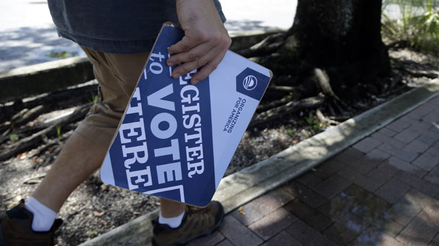 PHOTO:Matt Sagorski, a volunteer for the campaign of President Barack Obama, walks in a neighborhood with voter registration forms, Monday, Oct. 8, 2012 in Miami.