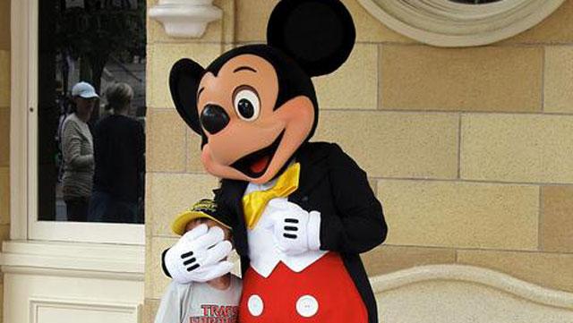 PHOTO:Mickey knows.