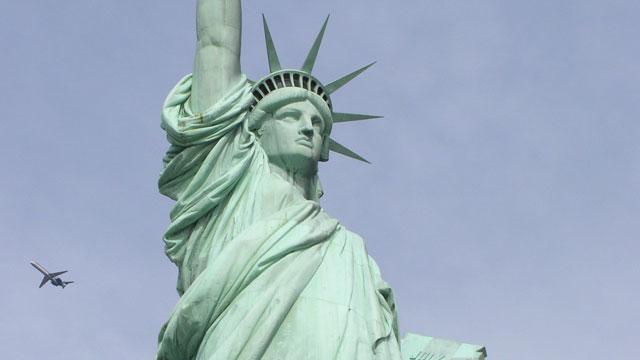 PHOTO:Statue