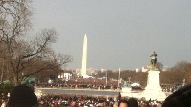 PHOTO:Crowds of people fill the Mall, all the way to the Washington Monument.