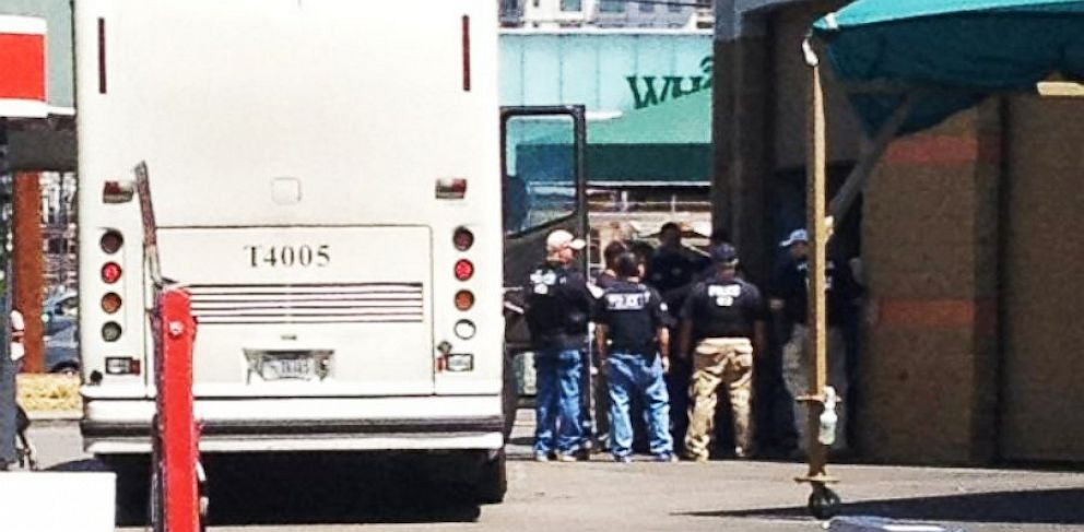 PHOTO: ICE Agents Raid Phoenix-Area Danny's Car Wash Locations