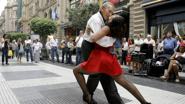 PHOTO:Tango dancers perform in downtown Buenos Aires.