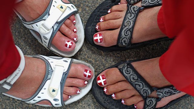PHOTO: Toenails painted like Danish flags.