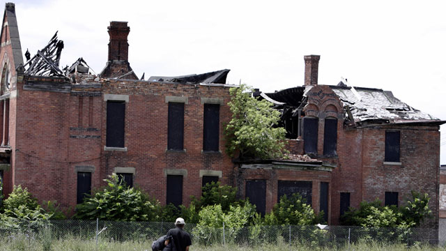 PHOTO:Houses along Detroit streets have become derelict abandoned buildings by June 15, 2005.