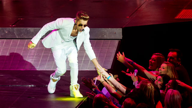 PHOTO:Justin Bieber shares a moment with screaming Beliebers.