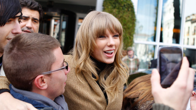 PHOTO:Taylor Swift smiles and poses with fans.