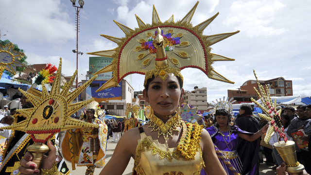 PHOTO: Dancers of the Incas-Sons of the Sun carnival group parade during the Carnival of Oruro, in the mining town of Oruro, 240 km south of La Paz on February 18, 2012.
