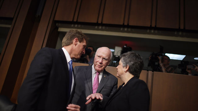 PHOTO:Homeland Security Secretary Janet Napolitano (R) talks with Senate Judiciary Committee Chairman Patrick Leahy (D-VT) (C) and Sen. Jeff Flake (R-AZ) before a hearing of the committee on Capitol Hill April 23, 2013 in Washington, DC.