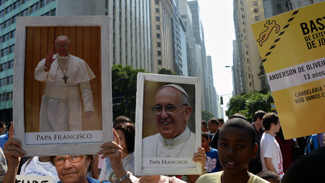 PHOTO:Shantytown residents protest with images of Pope Francis against polices violence in favelas in Rio de Janeiro, Brazil.