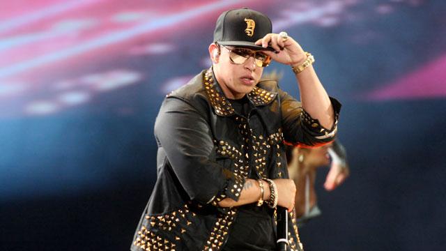 PHOTO:Daddy Yankee: Still not gay.
