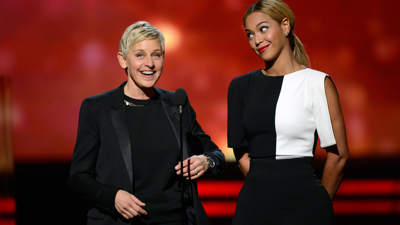 PHOTO:Ellen DeGeneres dons a monochromatic looks for presenting alongside Beyonce.