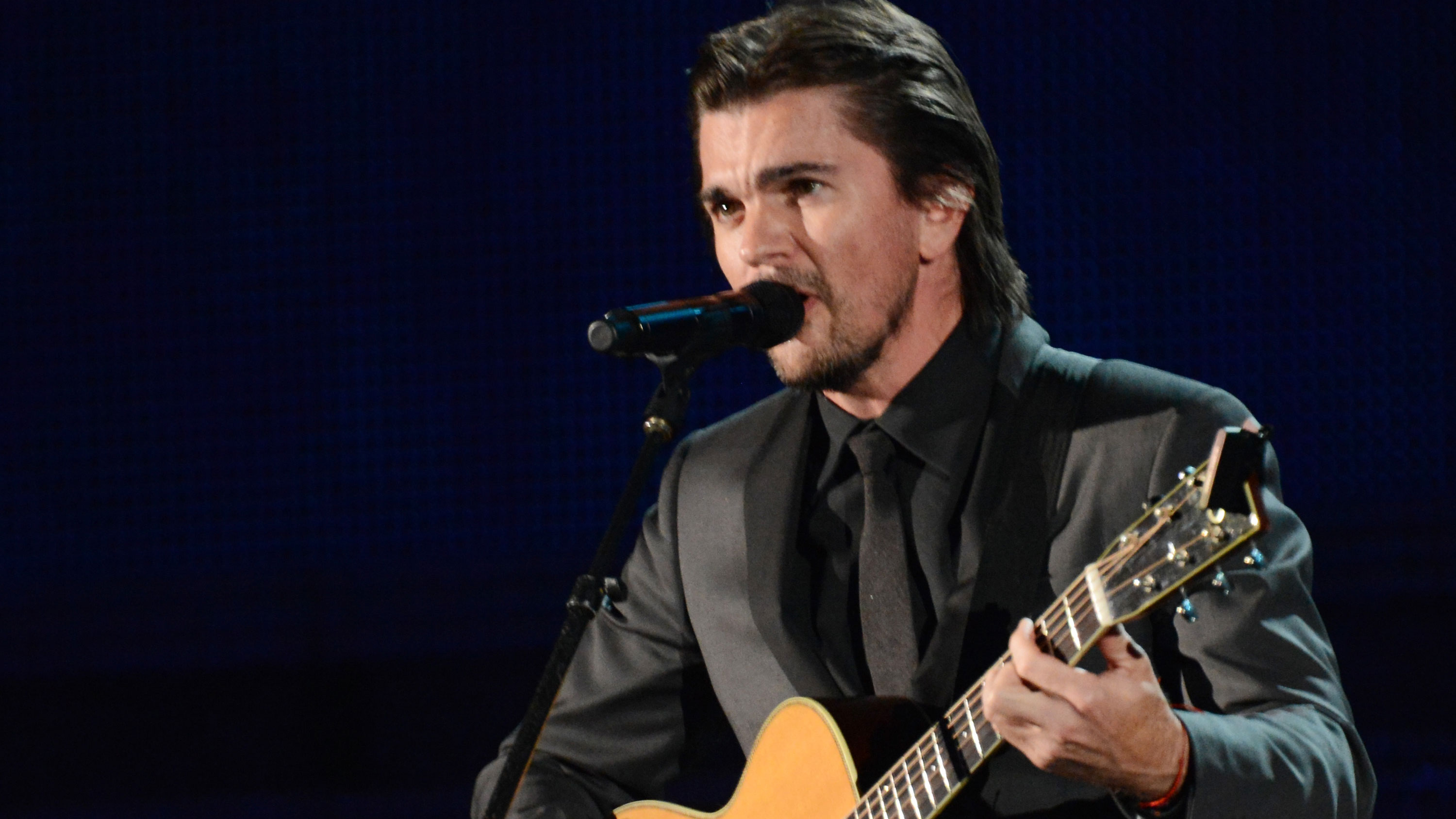 """PHOTO: Juanes continues the """"camisa negra"""" theme."""