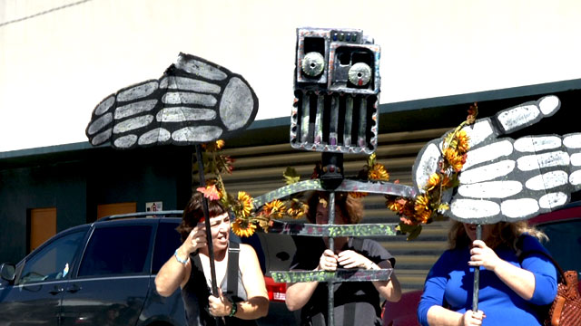 PHOTO:One of the many puppets made for Ft. Lauderdales Day of the Dead procession.
