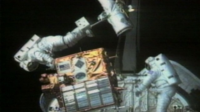 VIDEO: Astronauts Aboard Discovery