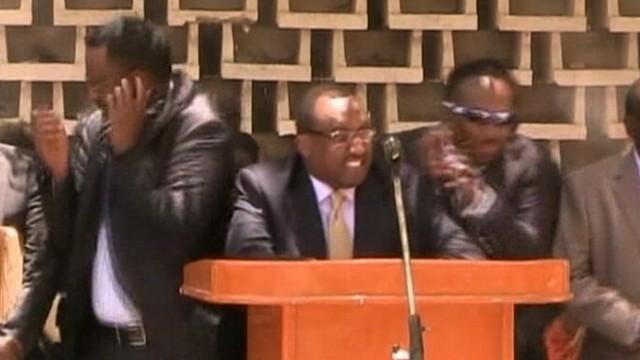 VIDEO: Prime Minister Abdiweli Mohamed Ali was speaking when the blast occurred.
