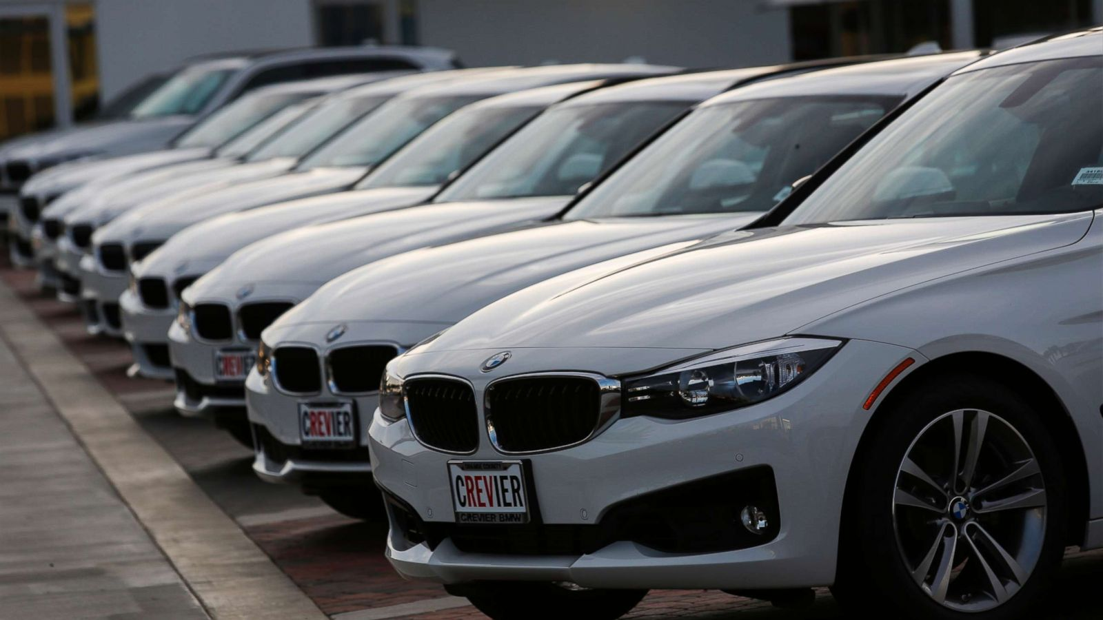 Bmw Garage Rotterdam : Bmw recalls million vehicles for fire risk abc news