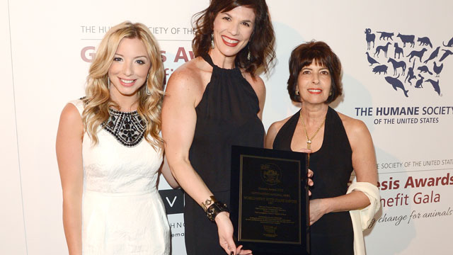 PHOTO: TV news producer Megan Chuchmach, producers Cindy Galli and Rhonda Schwartz pose backstage with the Outstanding National News award at The Humane Society of the United States 2013 Genesis Awards Benefit Gala at The Beverly Hilton Hotel on March 23,