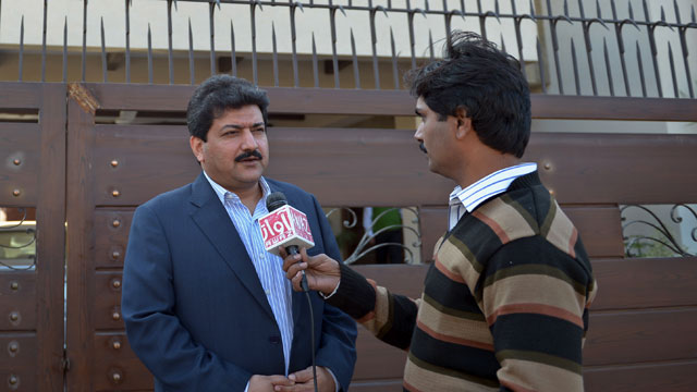 PHOTO: Pakistani journalist, Hamid Mir talks with media representatives outside his home in Islamabad on Nov. 26, 2012.