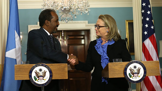 PHOTO: Secretary of State Hillary Clinton shakes hands with Somali president Hassan Sheikh Mohamud during a news conference, Jan. 17, 2013 in Washington, DC.