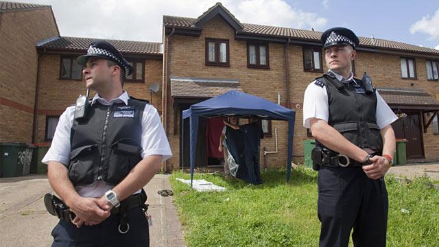 PHOTO: London police outside house