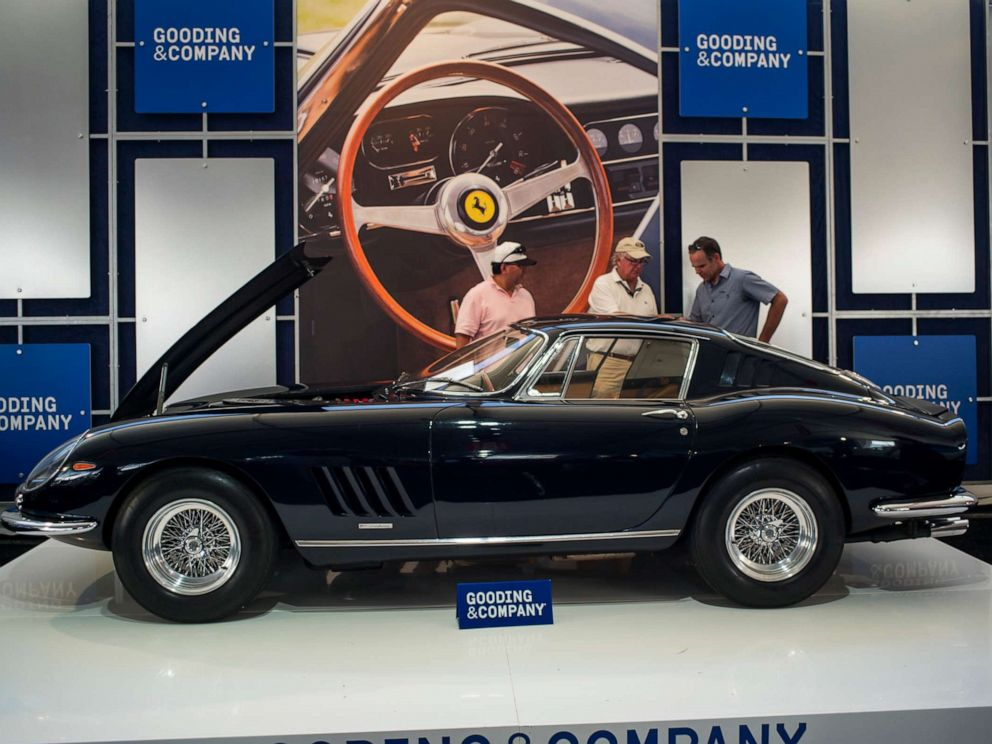 PHOTO: Attendees look at a 1967 Ferrari SpA 275 GTB/4 during an auction at the 2015 Pebble Beach Concours dElegance in Pebble Beach, Calif., Aug. 15, 2015.