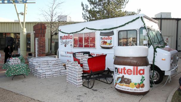 PHOTO: Nutella hands out 5,000 13oz jars of Nutella hazelnut spread to the winner of the Nutella Tour City Challenge, the city of Woodbridge, VA, at Potomac Mills Sunday, Dec. 23, 2012.