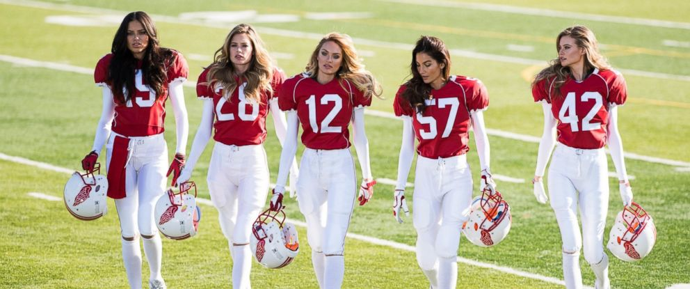 PHOTO: Victorias Secret models advertise for Super Bowl XLIX.