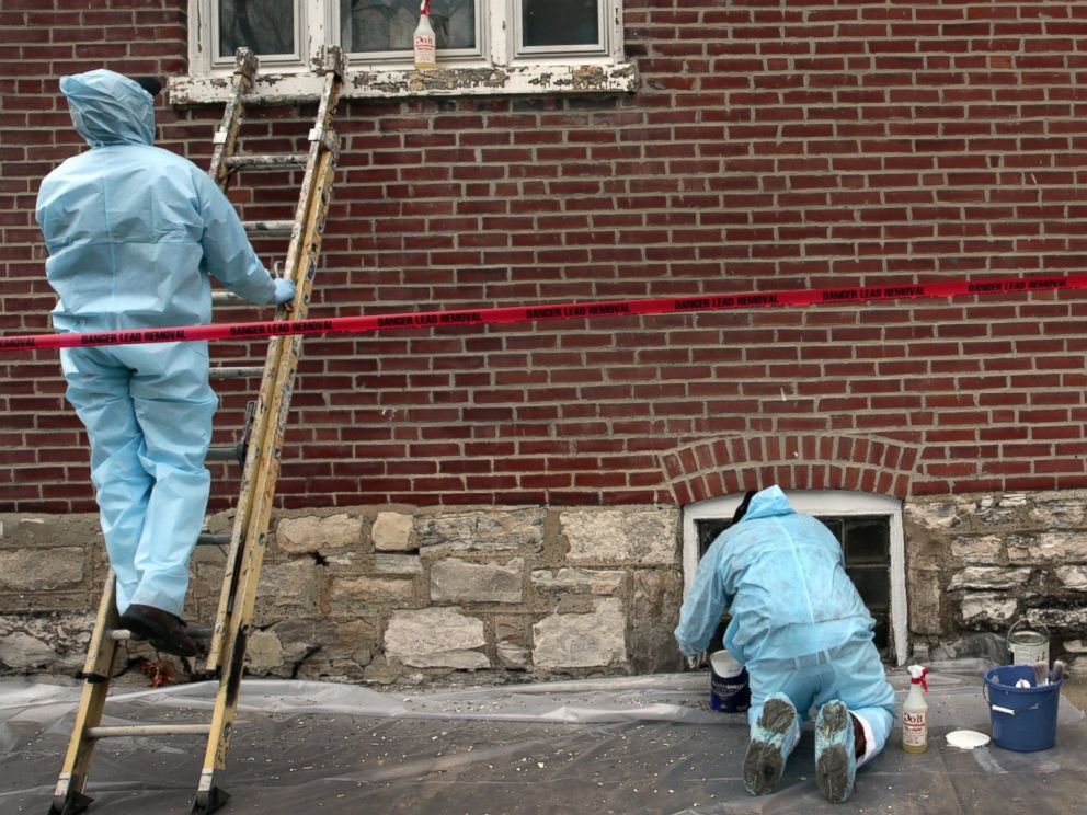 PHOTO: Maurice Ohuonu, left, Henry Gates and Marcel Washington, make up one of three lead abatement teams that remove lead paint from homes in St. Louis, Feb. 26, 2016.