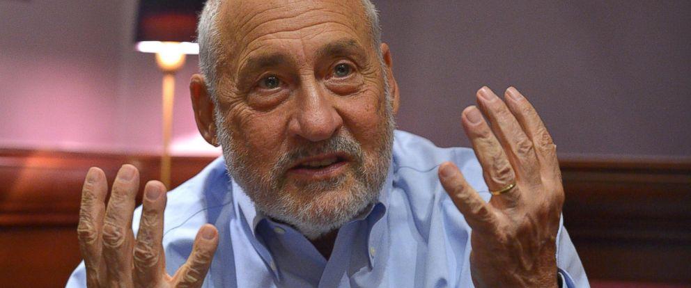 PHOTO: An Aug. 31, 2015 photo shows Nobel prize-winning economist Joseph Stiglitz during an interview in Paris.