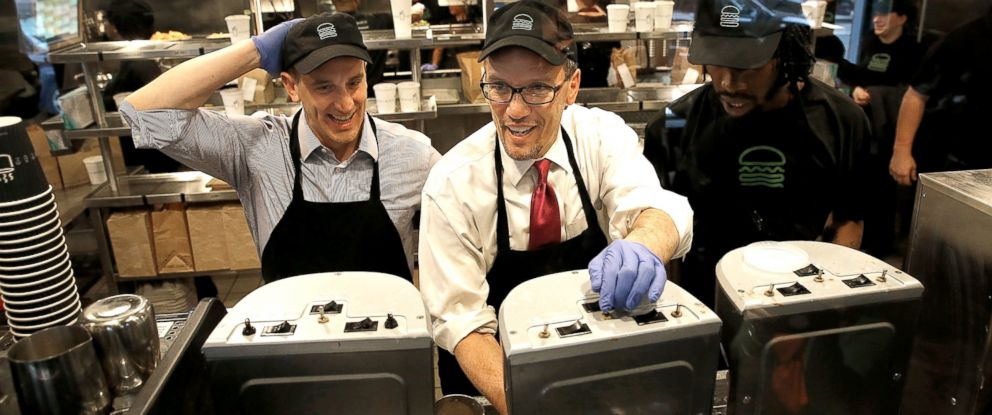 PHOTO: U.S. Labor Secretary Thomas Perez, center, talks with Shake Shack employee Jamelle Bland, right, while making a milkshake during a tour of the restaurant with Shake Shack CEO Randy Garutti, left, March 21, 2014, in Washington.