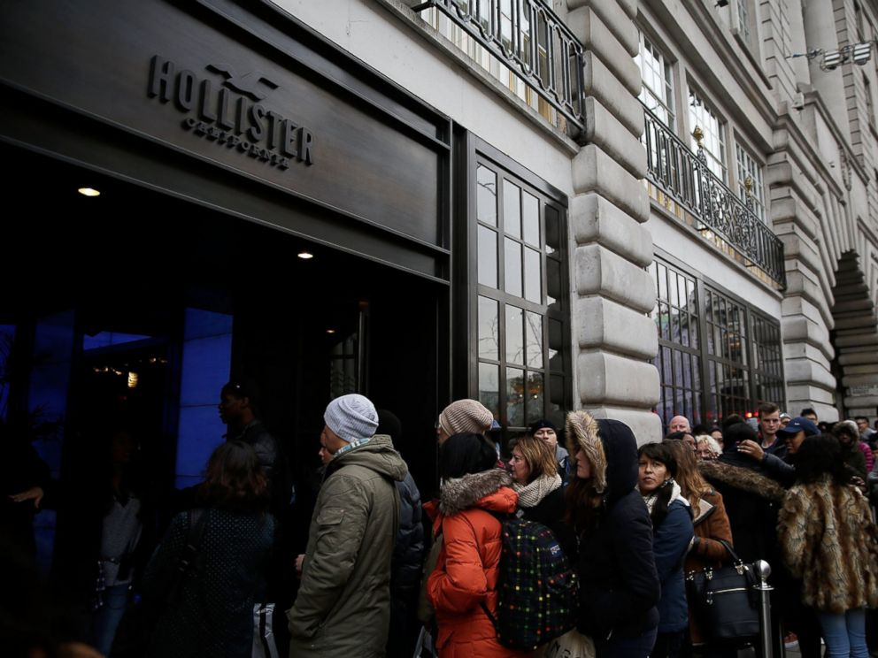 e33d0302c75553 PHOTO  Shoppers queue to enter the Hollister retail store on Regent Street  during the Boxing