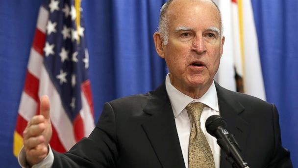 PHOTO: Calif. Gov. Jerry Brown speaks during a news conference in San Francisco, Jan. 17, 2014.