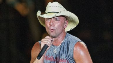 PHOTO: Kenny Chesney performing at Gillette Stadium, August 25, 2011.