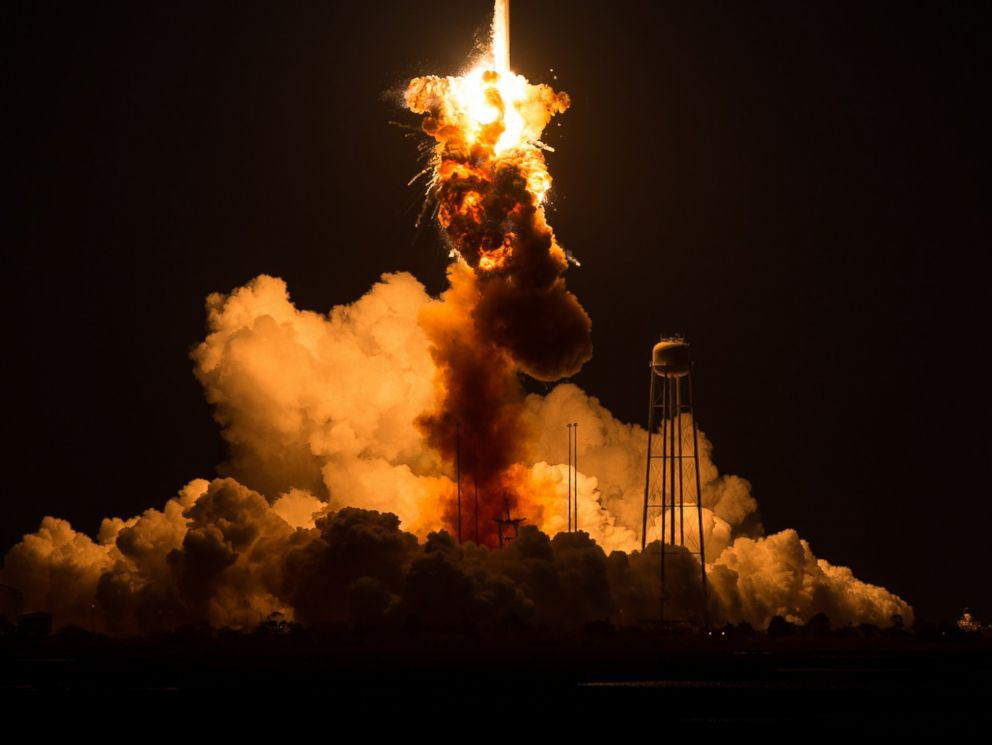 PHOTO: The Orbital Sciences Corporation Antares rocket, with the Cygnus spacecraft onboard, explodes on Oct. 28, 2014 in Wallops Island, Va.