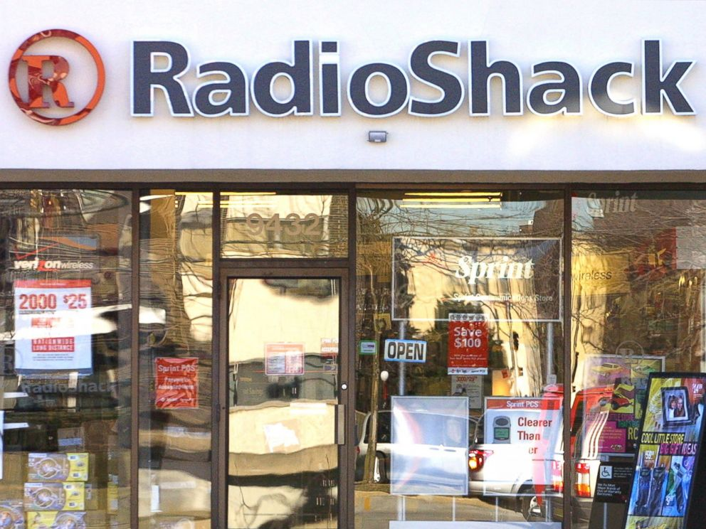 PHOTO: A Radio Shack is pictured on Jan. 3, 2002 in Skokie, Ill.
