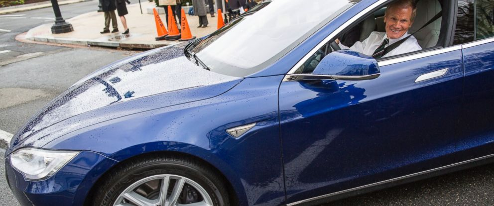 PHOTO:Sen. Bill Nelson asks for permission to engage while testing the Tesla Model S 90D, during an exhibition of self-driving cars for the Senate Committee on Commerce, Science, and Transportation, on Capitol Hill, in Washington, March 15, 2016.