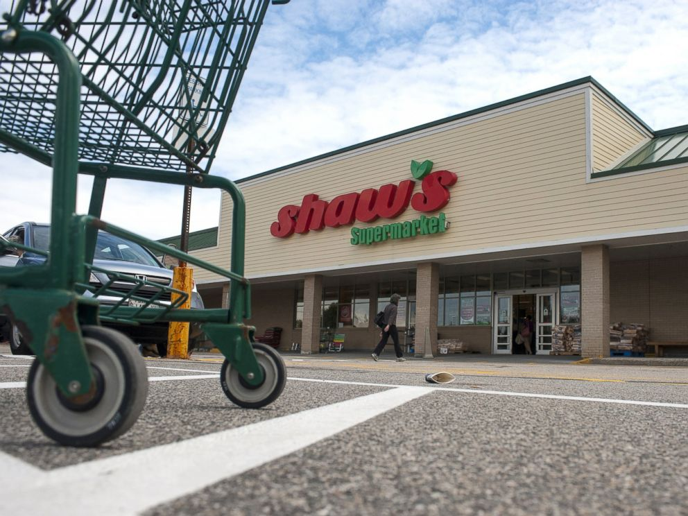 PHOTO: A Shaws Supermarket is seen in Portland, Maine, July 15, 2014.