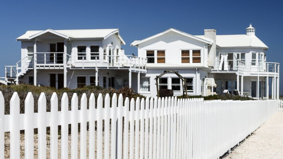 Here are some tips on how to avoid a scam when searching for a vacation home.