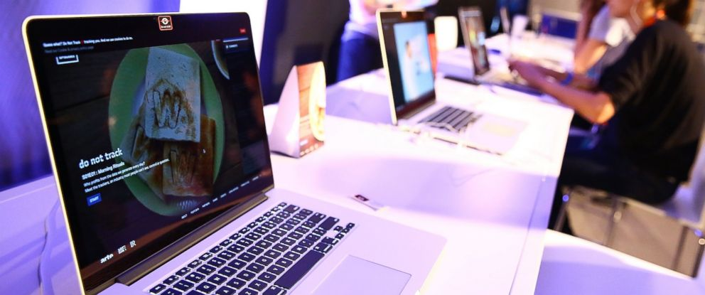 PHOTO: Guests interact with laptops at Spring Studios during the Tribeca Film Festival on April 15, 2015 in New York.